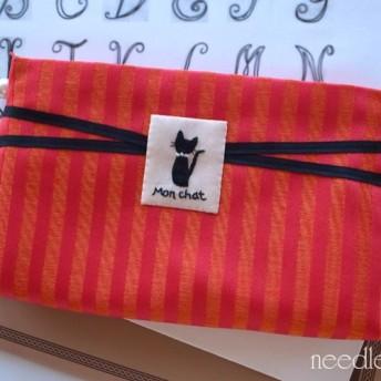 【受注制作】黒猫ワンポイント刺繍のステーショナリーポーチ(Mon chat オレンジバージョン)