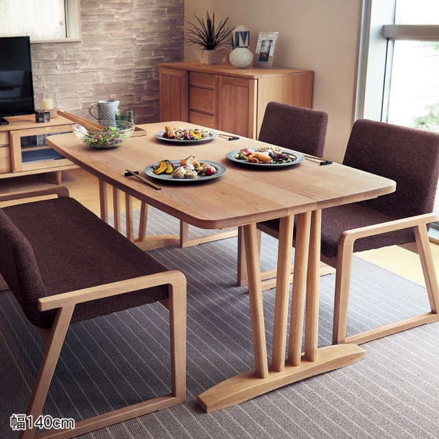 メープル材のセミローダイニングテーブル