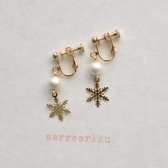 雪の結晶(ミニ)とコットンパールのイヤリング