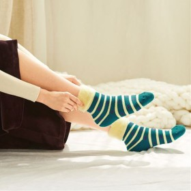 【レディース】 とにかくあったかふわふわ裏起毛靴下 - セシール ■カラー:ボーダー ■サイズ:23-25,21-23