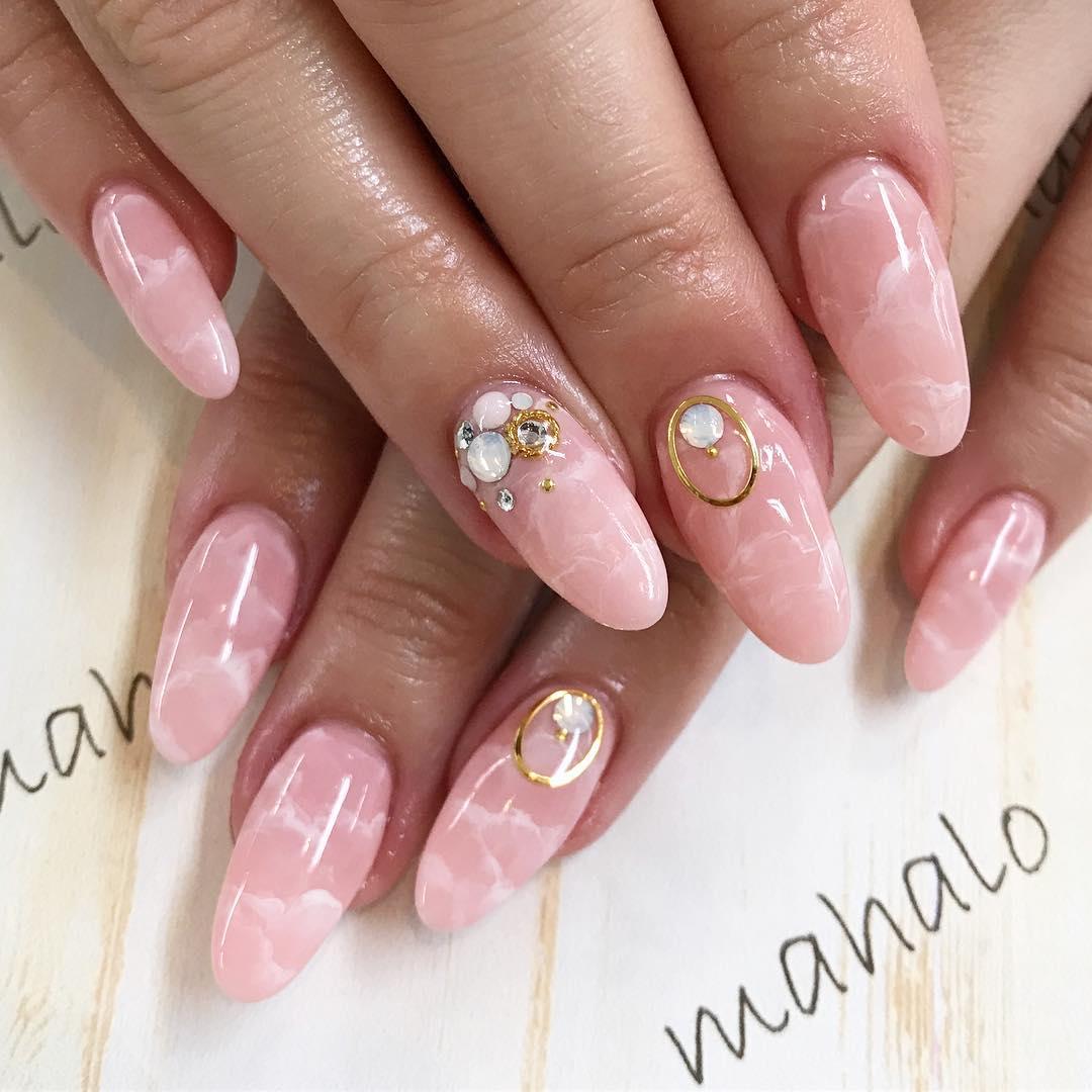 春らしいホワイト×ピンクネイル
