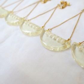 semicircle × pearl - triangle揺れるピアス(下5パール)