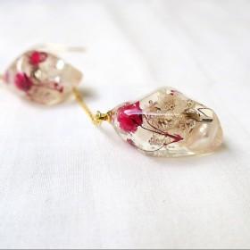 stone - 揺れるピアス(濃ピンク×白かすみ×1パール)