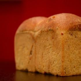 胡桃の香り漂う全粒粉ハードトースト
