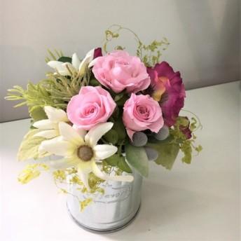 春の花々が香るナチュラル&カジュアルテイストのフラワーアレンジメント