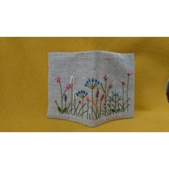 カラフルでにぎやかな庭の刺繍の文庫本サイズブックカバー A