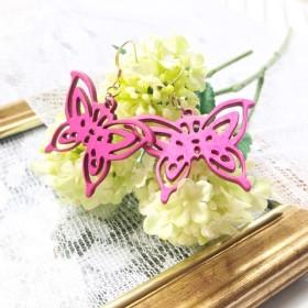 蝶の透かしピアス