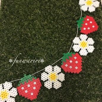 苺とお花のガーランド