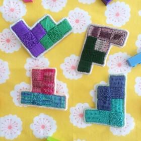 カラーブロックの刺繍ブローチ 紫×緑