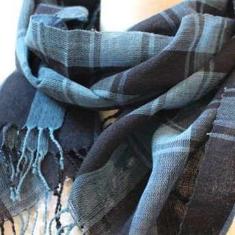 LINEN GIRLの手織り 本藍染のコットンショール 格子(3)