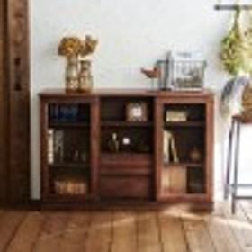 古家具のようなリビングキャビネット