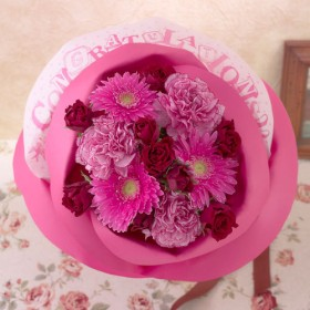 【日比谷花壇】バラの形の花束 ペタロ・ローザ「コングラッチュレーションズ」
