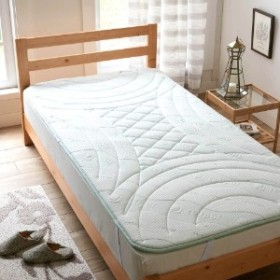 お使いの寝具の上に重ねて寝心地を快適にするトッパー(セルプール)