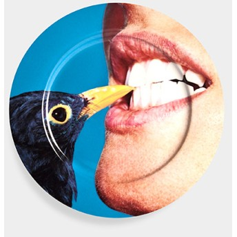Maurizio Cattelan:プレート Blackbird