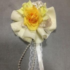 黄色いバラのひらひらコサージュ