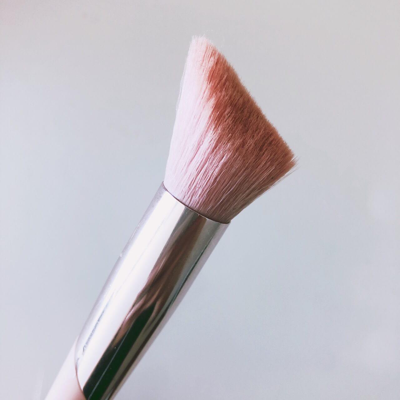 fenty beauty ハイライトブラシ+D42