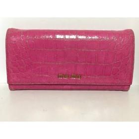 【中古】 ミュウミュウ miumiu 長財布 - ピンク 型押し加工 エナメル(レザー)