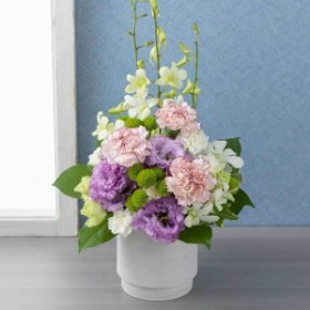 【故人を偲ぶ、お悔みの花】アレンジメント「敬慕(三色重ね)」