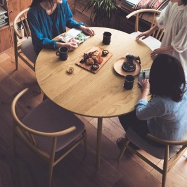 集える円形ダイニングテーブル