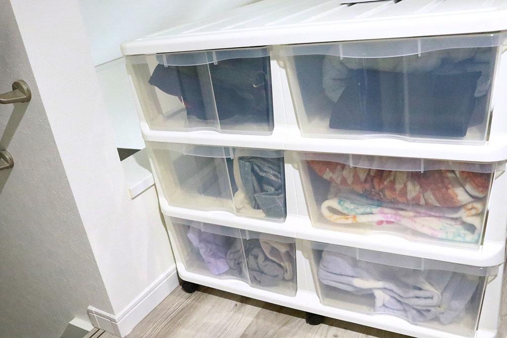 半透明の衣装ケース