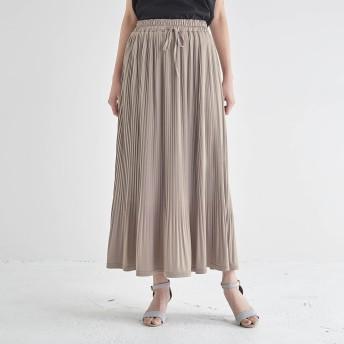 シワを気にせずはけるプリーツスカート
