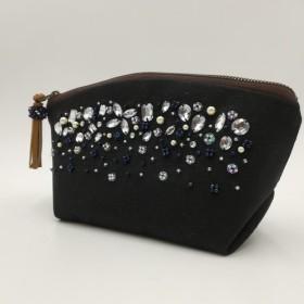 ビーズ刺繍のポーチ ブラック
