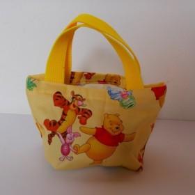 黄色のミニバッグ