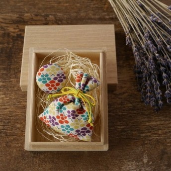 祝「令和」桐の小箱ときもの匂い袋と缶バッジセット 梅文