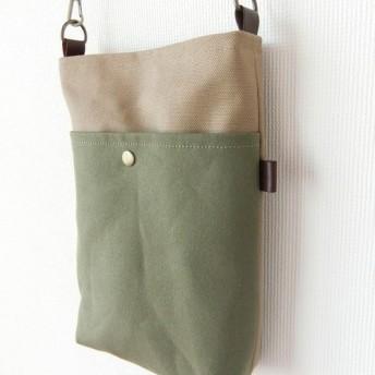 【受注制作】ツートンカラーのポケット付き縦長サコッシュ(ベージュ×カーキ)