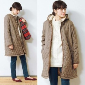 裏ボアで暖かいフード付きキルトコート