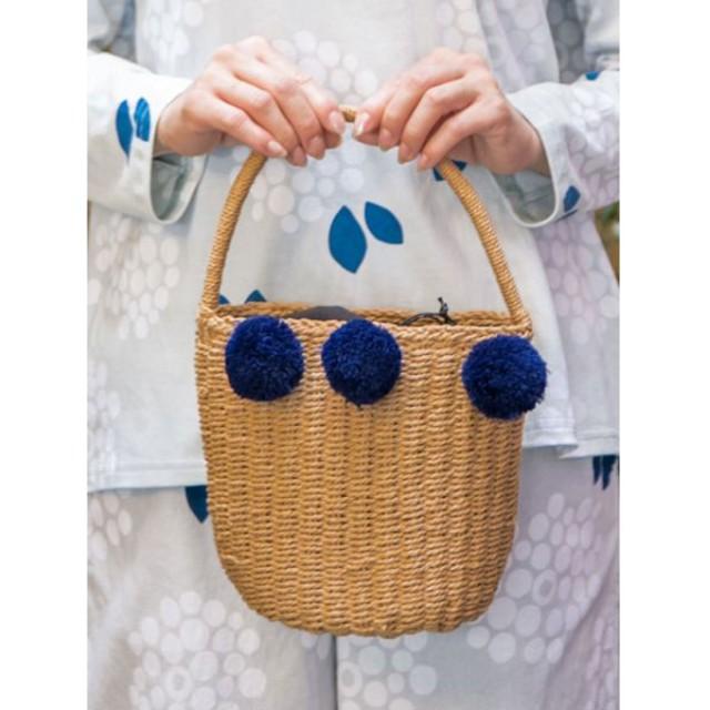 【カヤ】ポンポン巾着かごバッグ ブルー