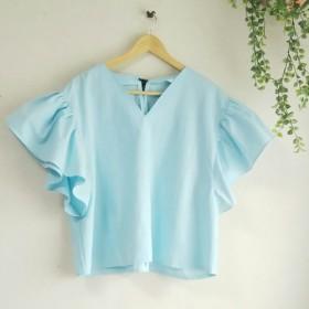カラーが豊富!後ろリボンがかわいい大きなフリル袖のシャツ (Vネック)