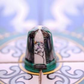 【猫】九谷焼シンブル〜かわいい猫の置物