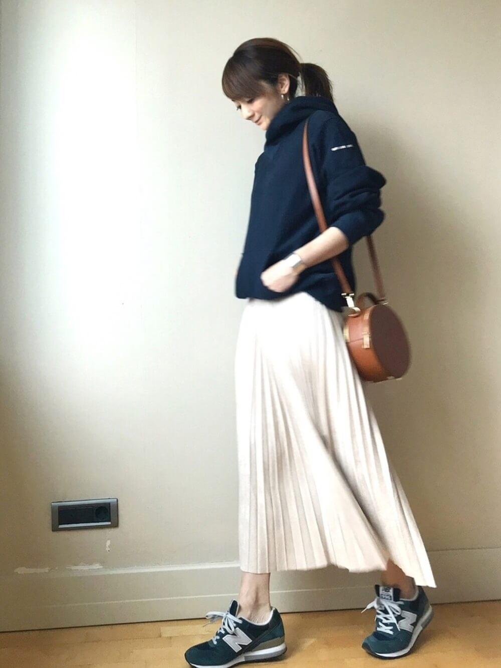 ニューバランス×プリーツスカート