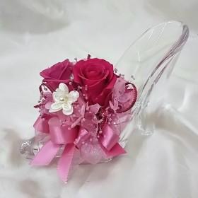 プリザーブドフラワーのガラスの靴風アレンジ【ピンク】