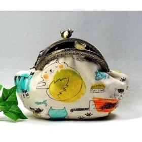 8.5cmねこちゃん口金のがま口財布・小物入れ・水彩にゃんこ!内布は肉球柄・チャームプレゼント!
