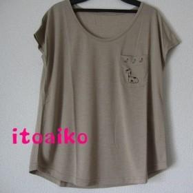 胸ポケットに三日月とキリン☆☆Tシャツ(モカ)
