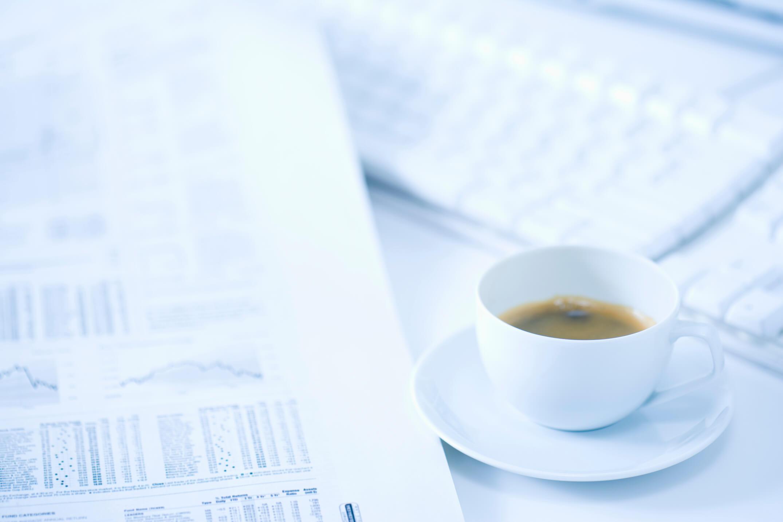 書類とコーヒー