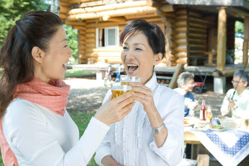 女性同士の乾杯