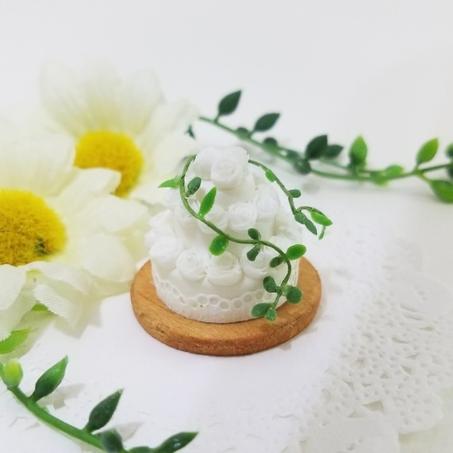 SALE!ミニチュアフード 豪華3段純白ウェディングケーキ
