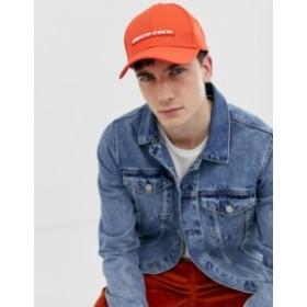 エイソス メンズ 帽子 アクセサリー ASOS DESIGN baseball cap in red with rubber badge detail Red
