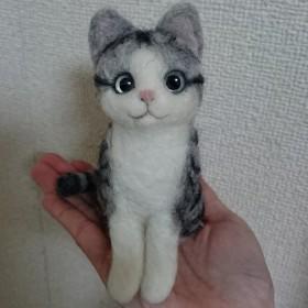 羊毛フェルト サバトラ猫ちゃん(お座り)