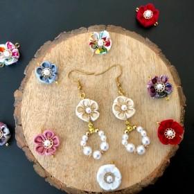 【つまみ細工】7色から選ぶ茉莉花のパールピアス 送料無料
