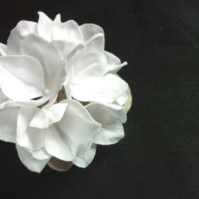リネンのコサージュ*紫陽花6.5cm(オフホワイト)