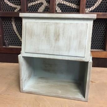 アンティーク調の木製小箱。