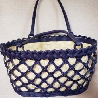 青と白のカゴバッグ