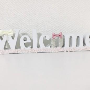 白とピンクのりぼんがパステルカラーで可愛いウェルカムボード