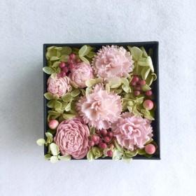 Creema限定 ピンクのカーネーションとグリーンのボックスアレンジ プレゼントにも