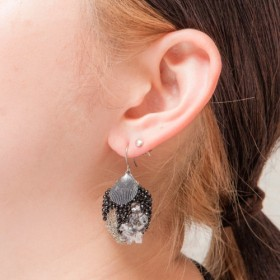 Black shell feather earrings (受注製作品)
