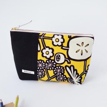 黄色と黒花柄のマチ付き・帆布・化粧ポーチ(内ポケット付き)